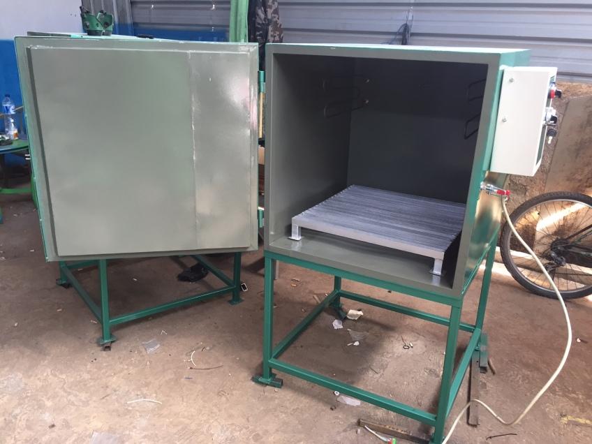 Oven untuk heat treatment material